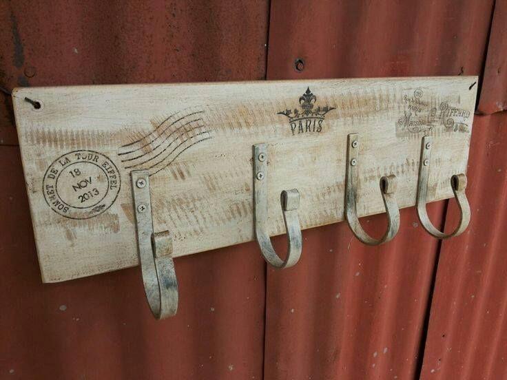 Resultado de imagen para casitas de madera porta llaves - Percheros de madera rusticos ...