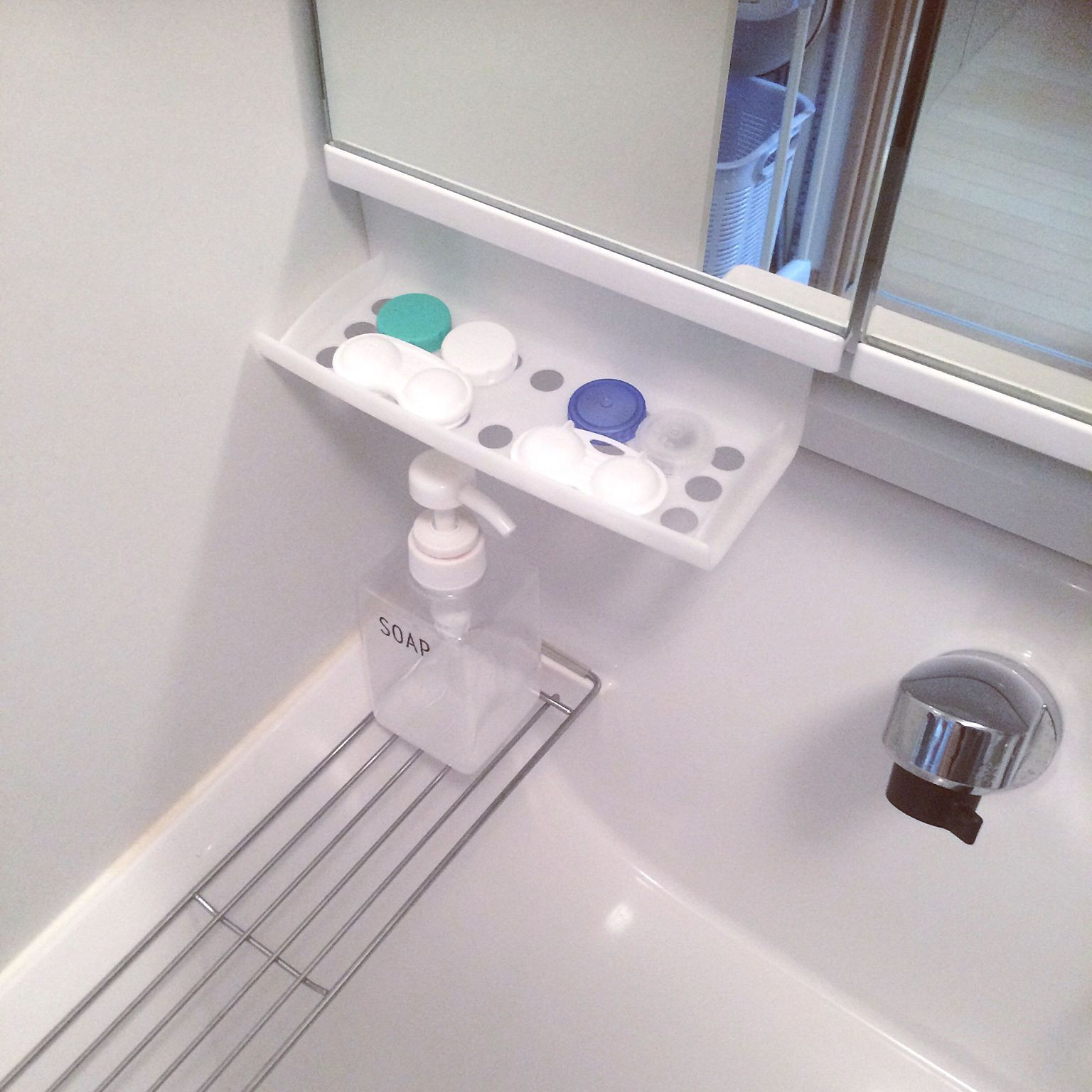 バス トイレ 乾燥場所 視力悪い人 突っ張り棒 収納 などのインテリア