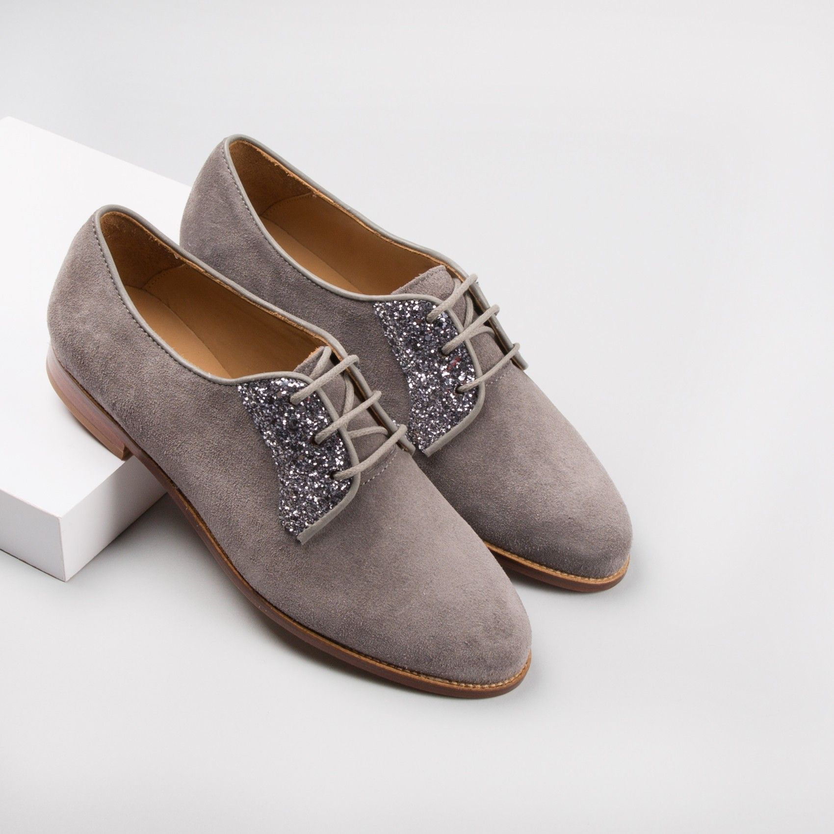 derbies gris plume la romanci re bobbies chaussures pinterest derbies gris et chaussure. Black Bedroom Furniture Sets. Home Design Ideas