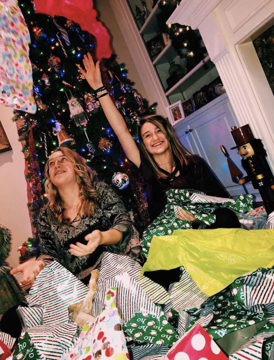 Pinterest Carolinefaith417 With Images Christmas Photoshoot Christmas Aesthetic Cozy Christmas