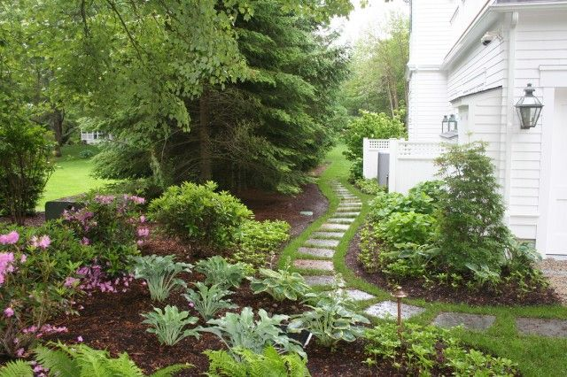 This Would Be Great Between My Yard And The Neighbors Never Thought Of This Bp Narrow Path Leadi Landscape Design Small Front Yard Landscaping Shade Garden