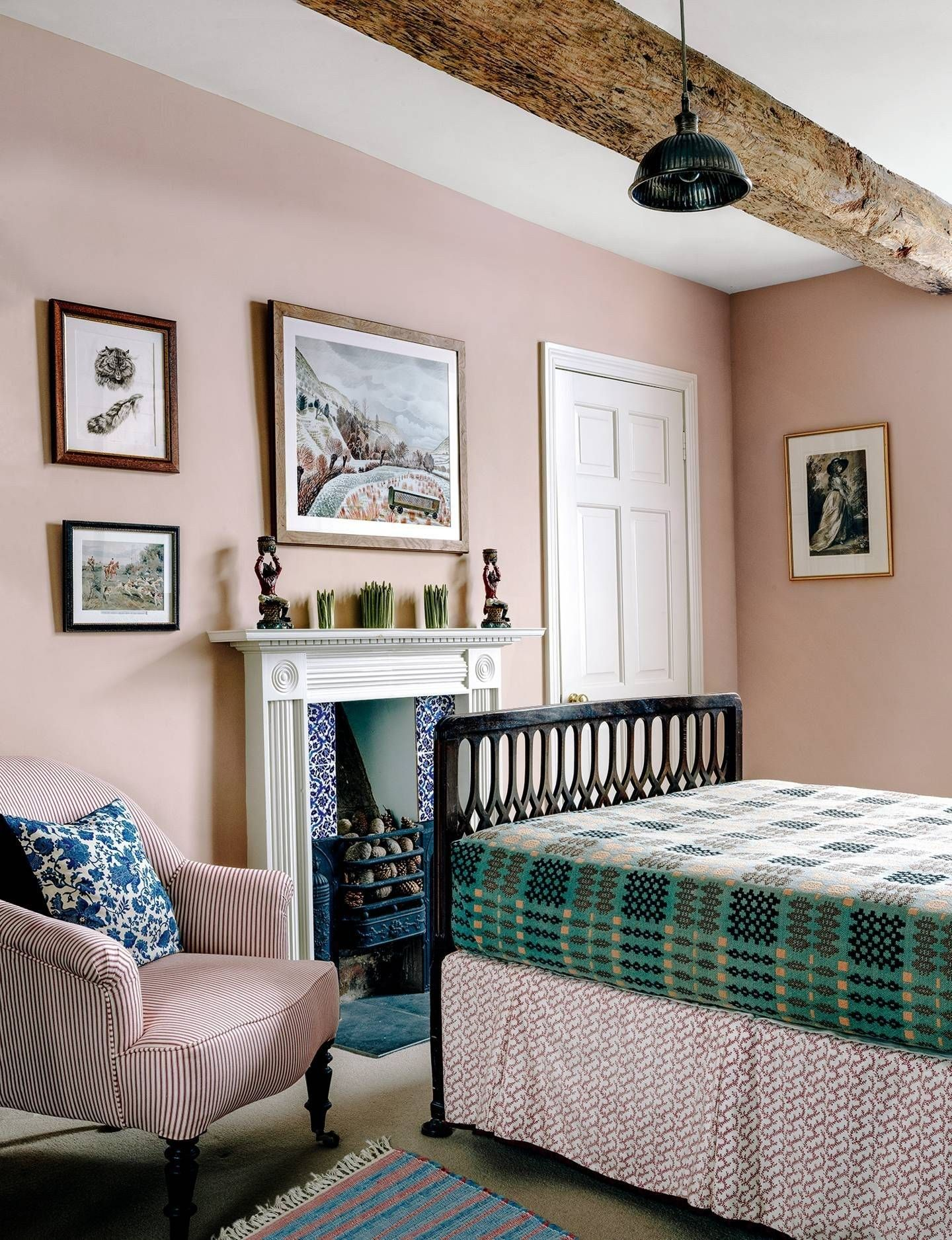Farmhouse Bedroom Decorating Ideas For Your