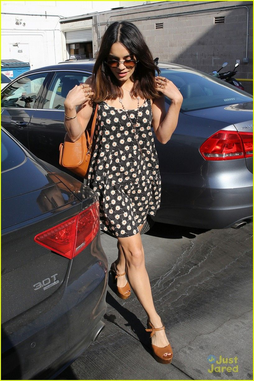 Vanessa Hudgens Shows Off Shorter Hair For Shopping Trip | vanessa hudgens shorter hair shopping trip 06 - Photo