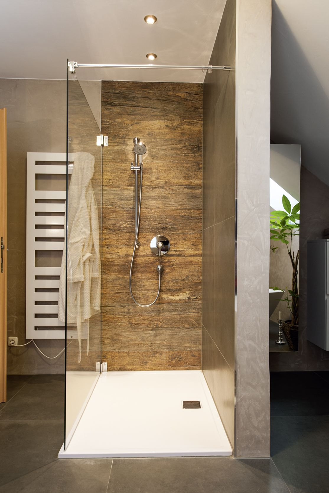 frei begehbare Dusche • Armaturen im Retrostyle (bei Wanne
