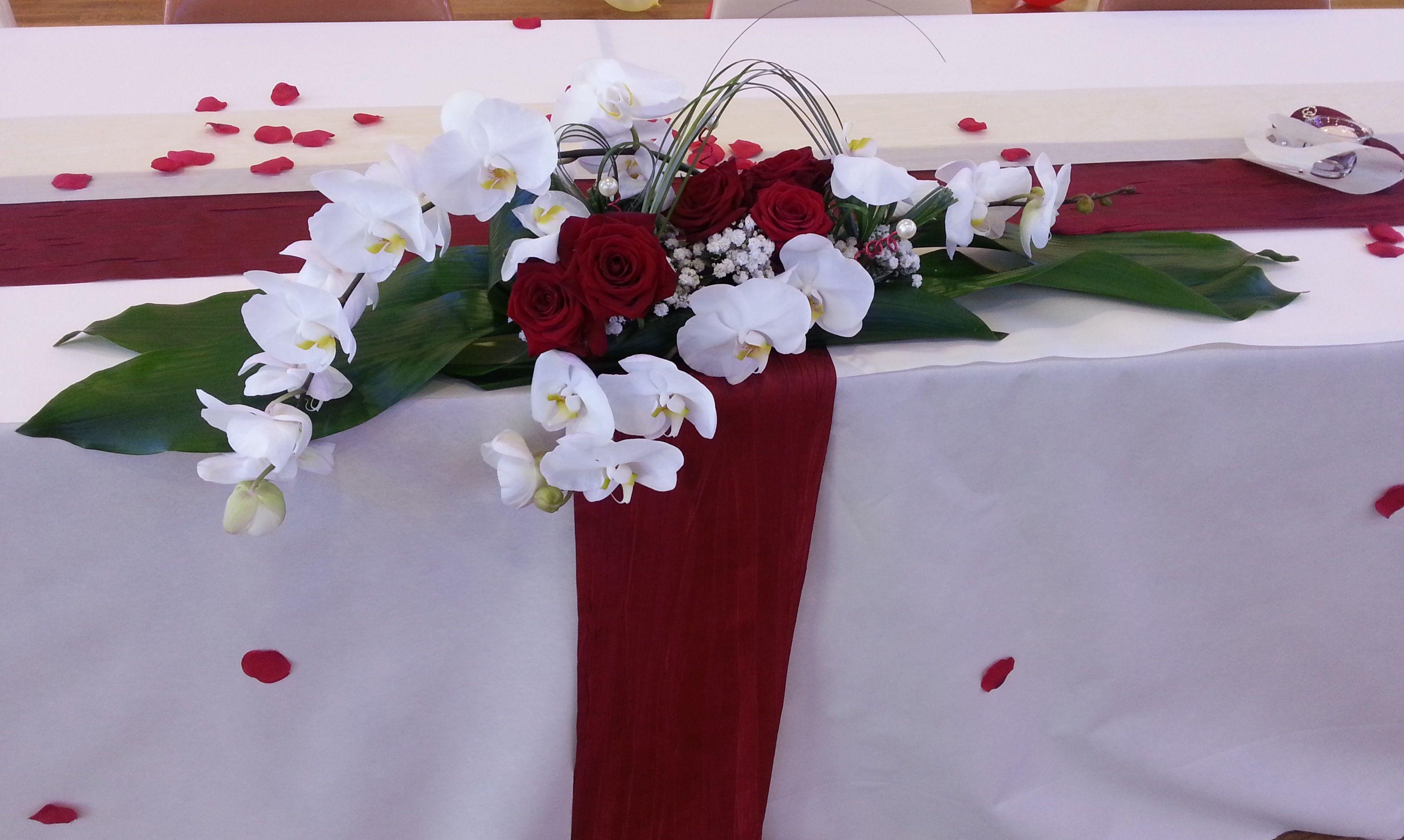 centre de table roses rouges et orchid es d co mariage. Black Bedroom Furniture Sets. Home Design Ideas