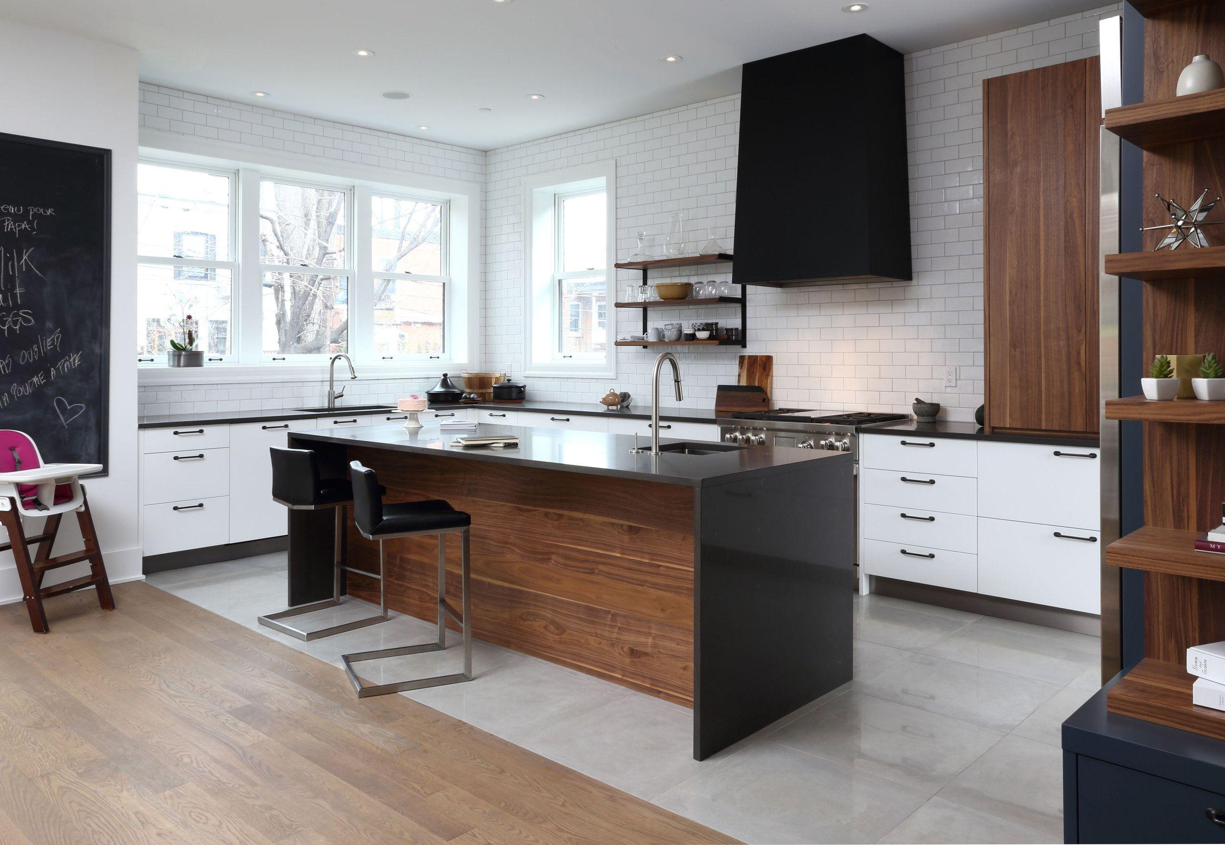 Cuisine Contemporaine Blanche Marine Tuiles Subway Accent Noyer Metal Noir 3 Copie Jpg Kitchen Hood Design Contemporary Kitchen Kitchen Inspirations