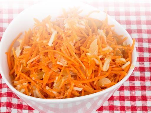 Carottes râpées aux pommes et au citron - Recette de cuisine Marmiton : une recette