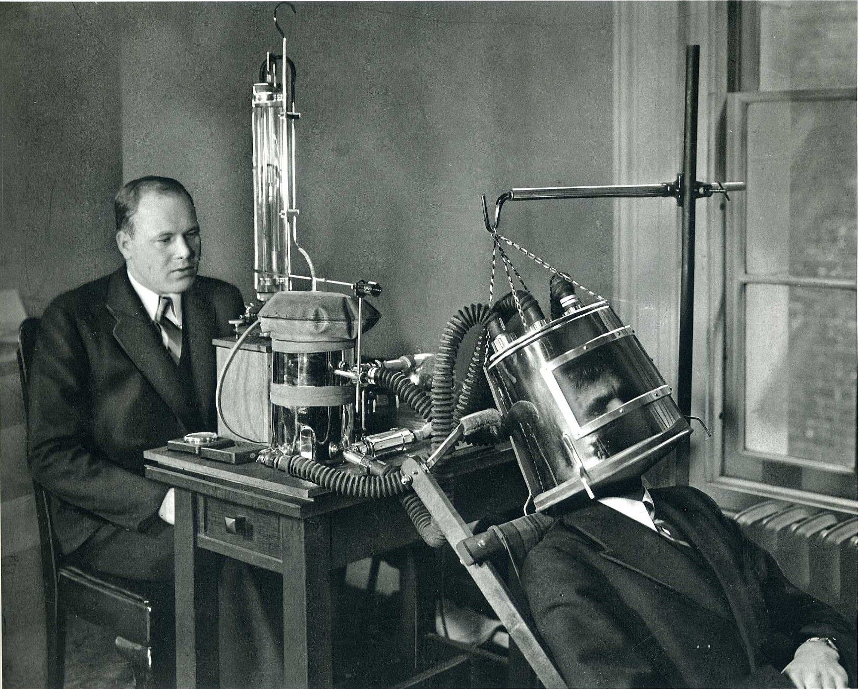 1935: Apparatus for Measuring Metabolism