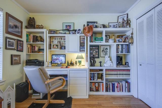 Pleasing Built In Book Shelves And Desk 1312 Colonial Court Download Free Architecture Designs Scobabritishbridgeorg