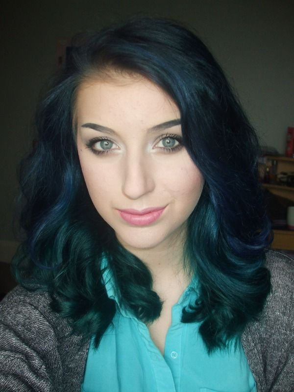 blue & teal soft curls beauty