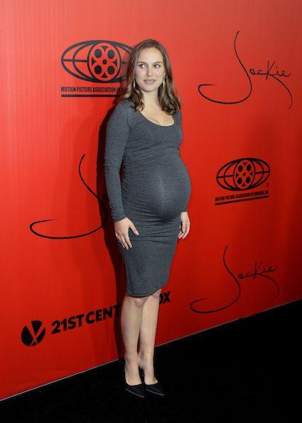 66b2a87cdf5ae Pregnant Natalie Portman (425×595)   Pregnancy   Natalie portman ...