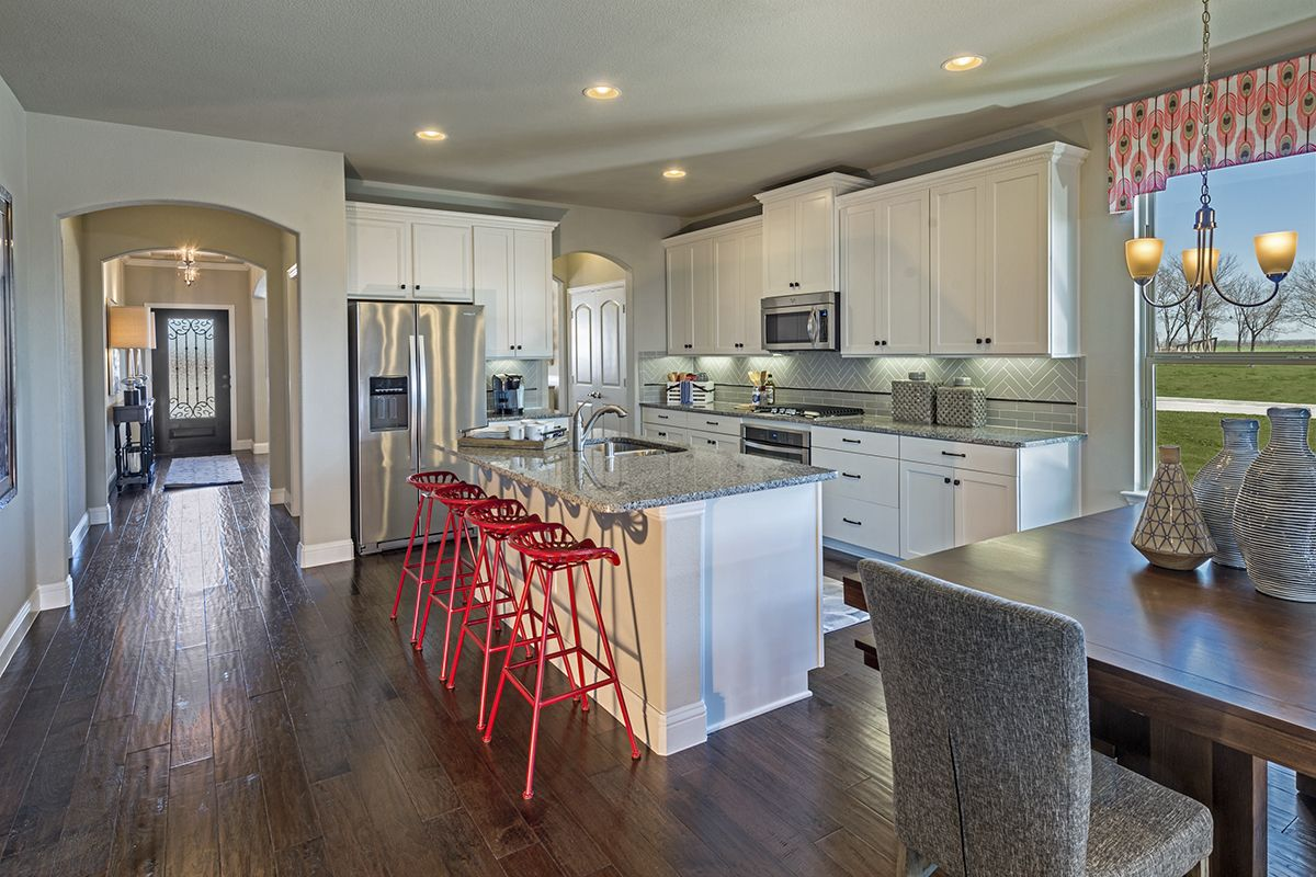 An Open And Bright Kitchen With Seating For All Of Your Family And Friends Openkitchen Naturallight Wh Beautiful Kitchens Spacious Kitchens Bright Kitchens