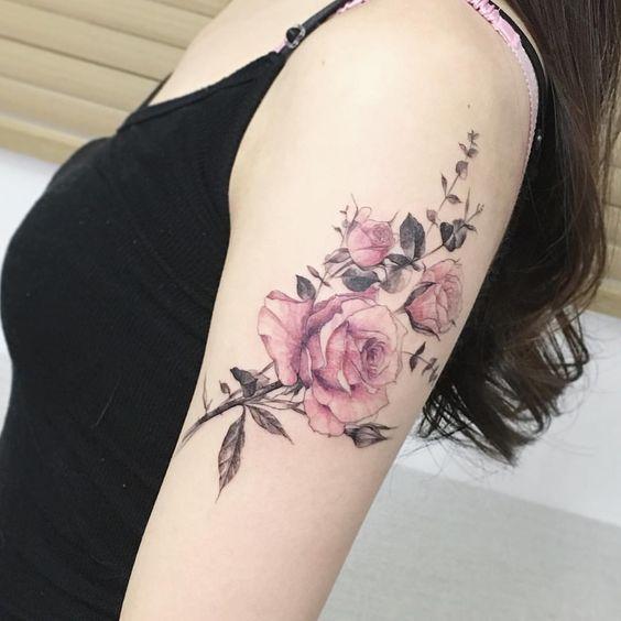 55 Best Rose Tattoos Designs - Best Tattoos für Frauen Tätowierungen können eine Menge Passagen passieren, wie zum Beispiel Ihr religiöser und spiritueller Hingebungsgefühl und Ihre Liebeszusagen. Auß... Tätowierungen