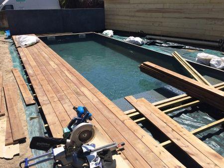 Réalisation pourtour de piscine en bois exotique ipe à la fare les - comment construire sa piscine en parpaing