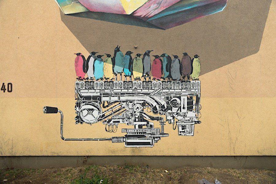 """""""Propagating Machine"""": Neues Wandgemälde der NEVERCREW in Mannheim  Warum mit Tapete und Wandfarbe nur die eigenen vier Wände verschönern, wenn doch gezielte Farbtupfer das Leben generell, vor allem in der grauen G..."""