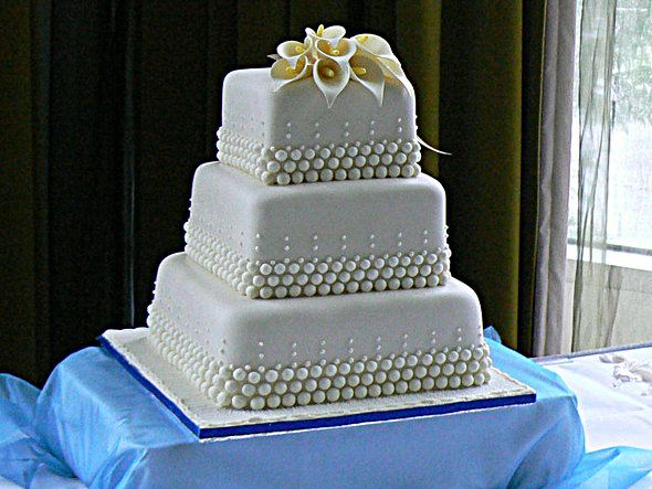 The Right Wedding Cake Design Is Usually More Important Than Flavor Small Square