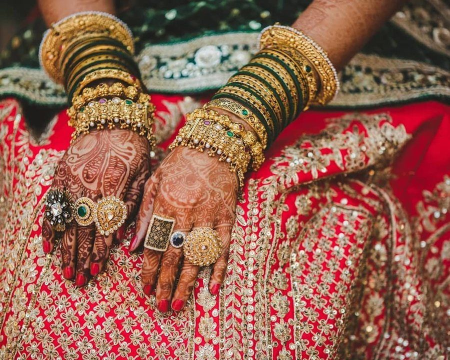 30 Real Brides Who Ditched Typical Choodas & Went 'Bole Chudiyan' in 2020 |  Bridal fashion jewelry, Bangle set, Bridal jewellery indian