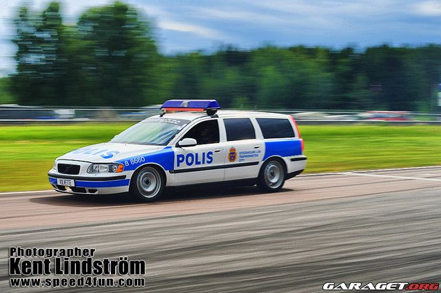 volvo v70 swedish police car volvo v 70. Black Bedroom Furniture Sets. Home Design Ideas