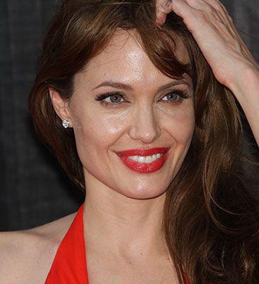 Získaj sexi pery ako Angelina – 3 jednoduché triky