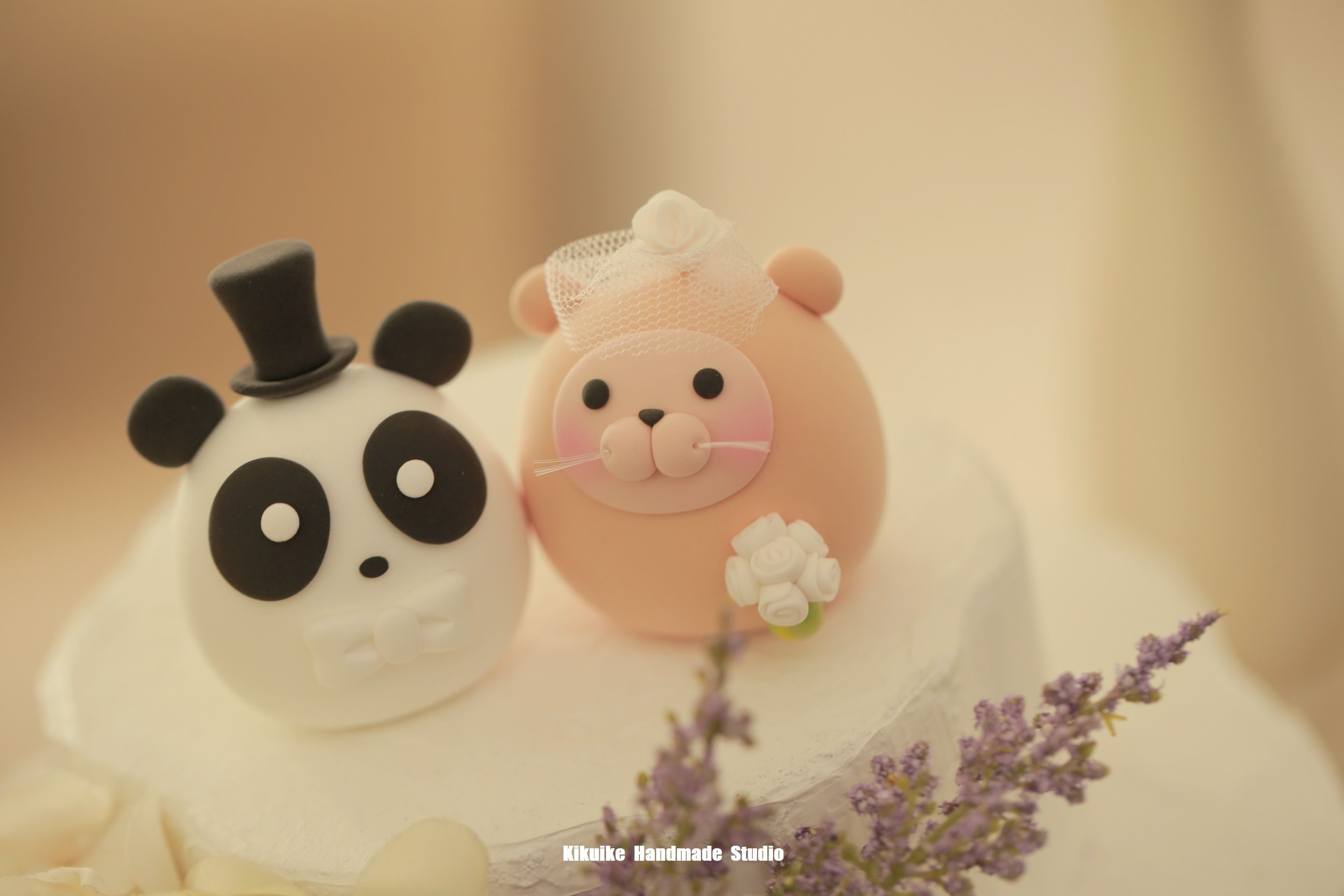 Lovely Otter and panda bride and groom MochiEgg custom wedding cake ...