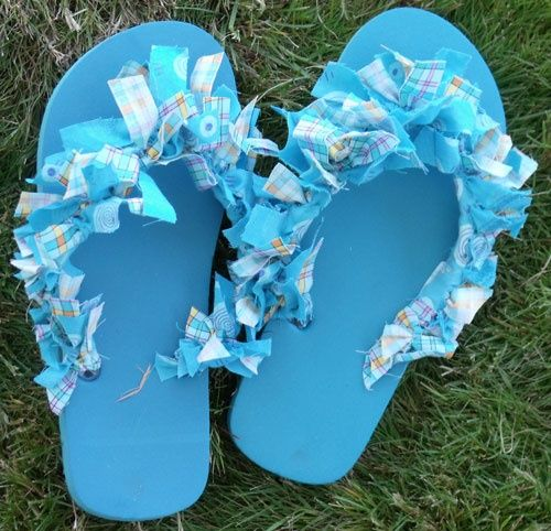 abc85343ca1179 Create an original look with scrap fabric on flip flops