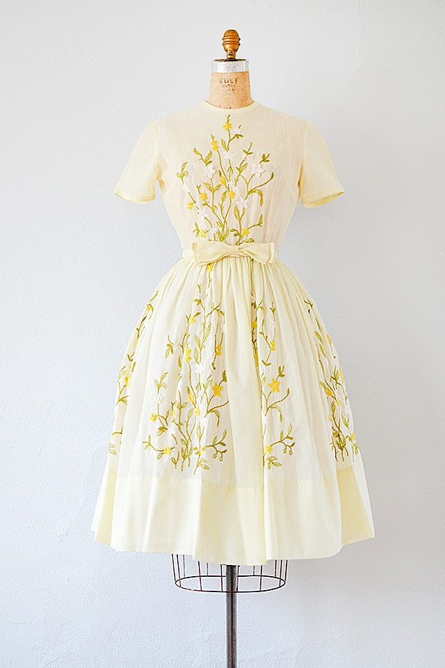 Vintage 1950s Pale Yellow Embroidered Floral Dress Vintage 1950s Dresses Vintage Dresses Vintage Dresses 50s