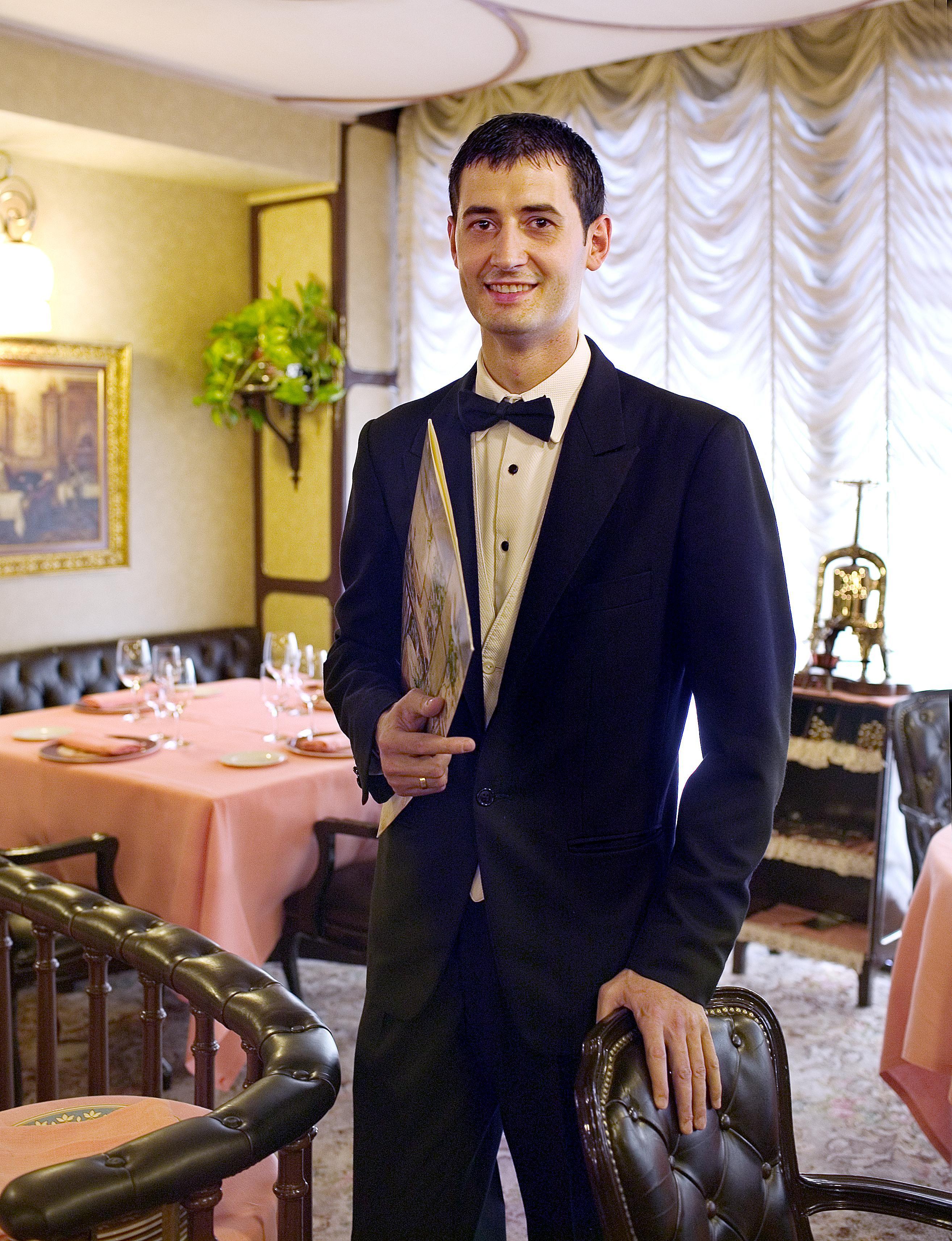 Javier Oliveira Primer Maitre Del Restaurante Via Veneto