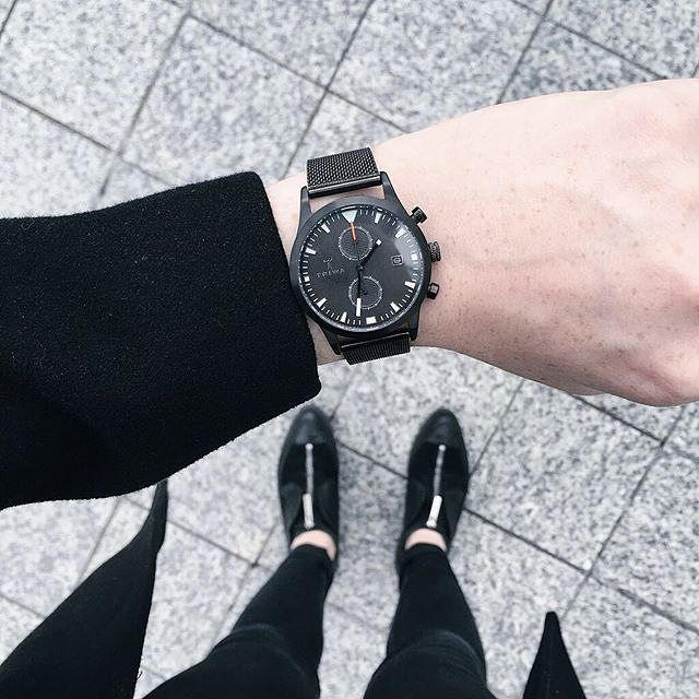 London based fashion blogger @gallucks rocking an all black outfit featuring our Sort of Black Glow Chrono. Like it? We love it!