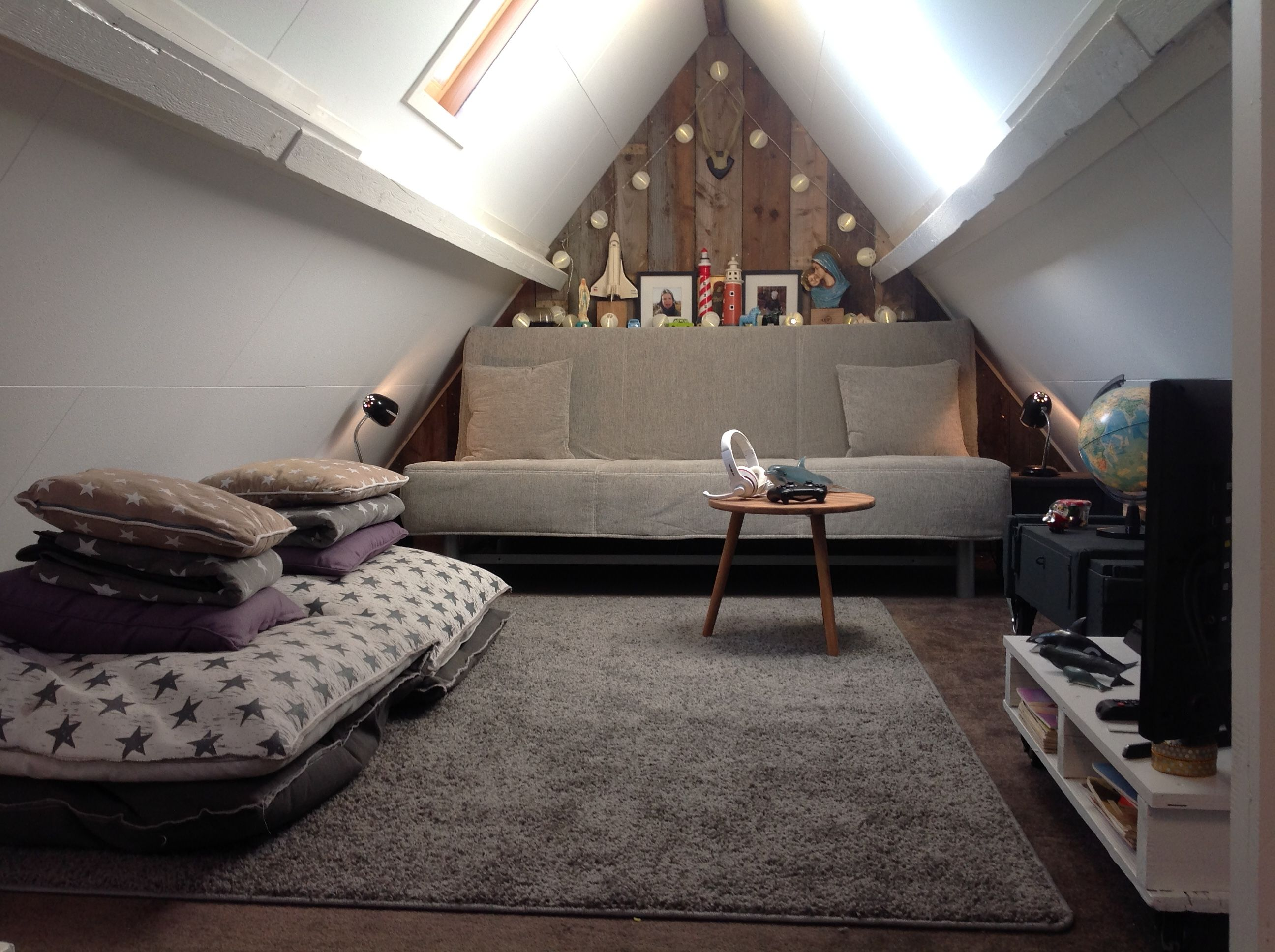 Kleine zolderkamer ideeen als relaxruimte voor de hele familie