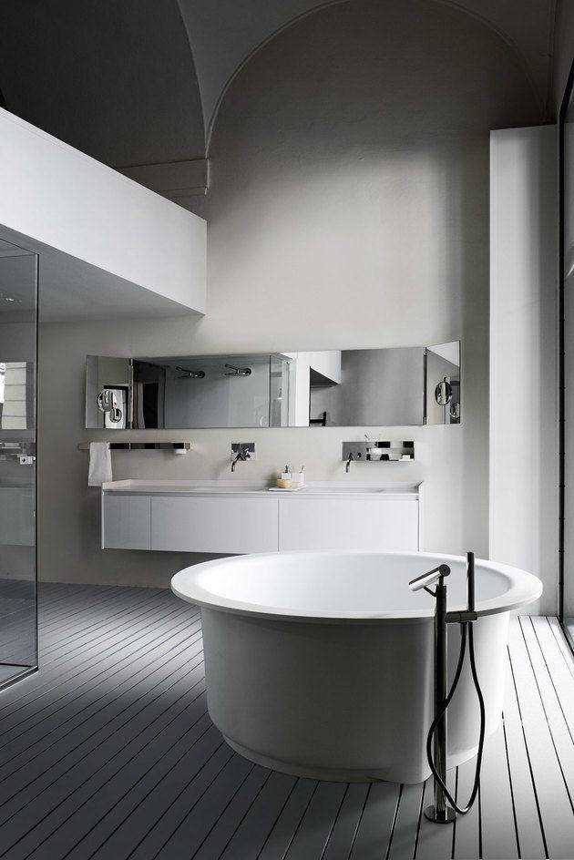 reforma baño con bañera exenta circular, lavabos integrados en