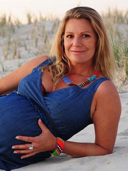 Die Schauspielerin Sophie Schütt und ihr Lebensgefährte Felix Seitz erwarten ihr erstes gemeinsames Kind. Wir sprachen mit ihr über ihre