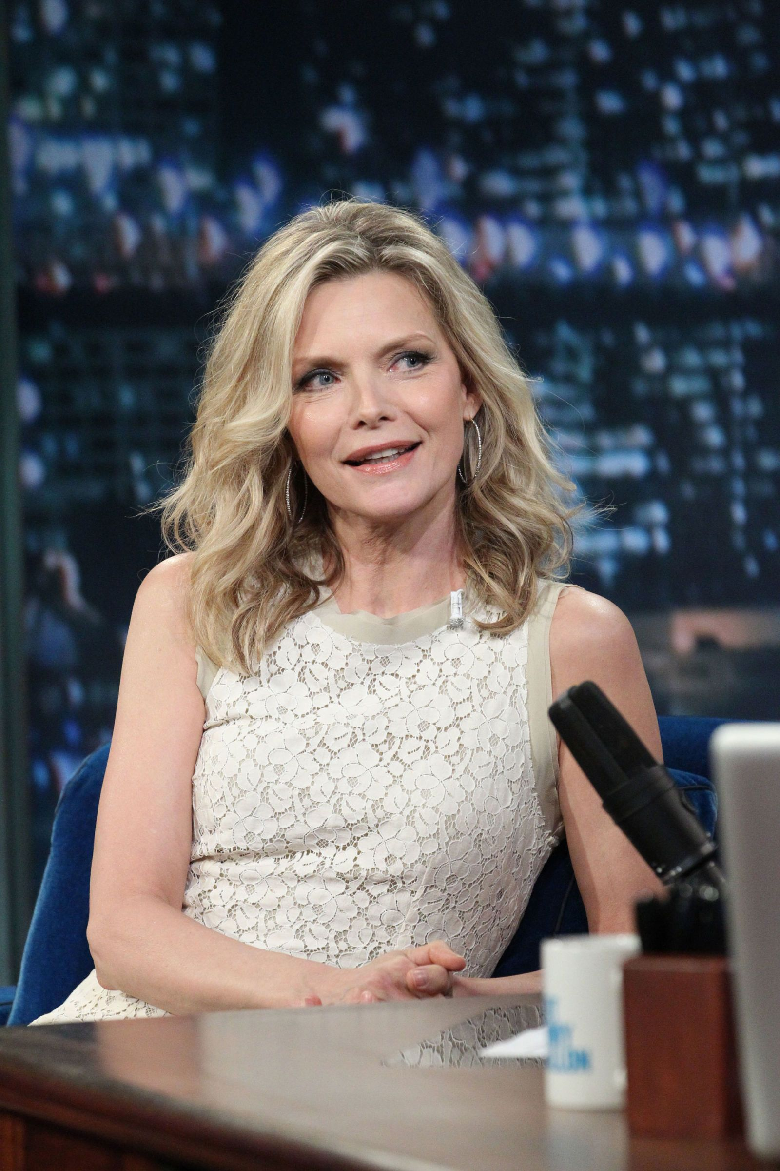 14 Amazing Looking Women Over 50 Beautiful Women Over 50 Michelle Pfeiffer Womens Hairstyles