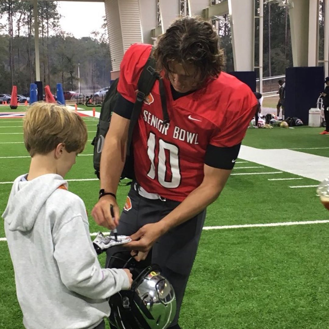 Justin Herbert 10 On Instagram If Only There Were More People In The World Like Justin Absolute Class Act Onceaduckalwaysaduc In 2020 Acting Nfl Draft Justin