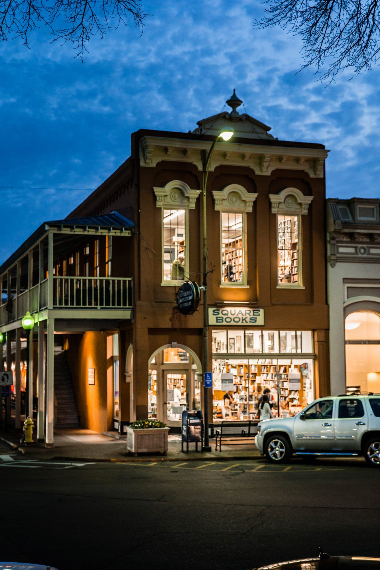 25 most festive small towns in the south for a charming