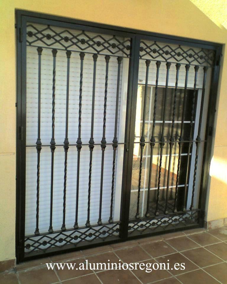Puerta reja puertas de hierro pinterest puerta reja - Verjas para puertas ...