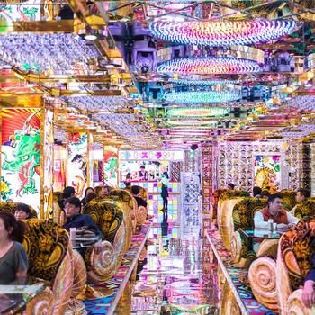 Photos, Video: Inside Tokyo's Insane Robot Restaurant: THis is interesting...