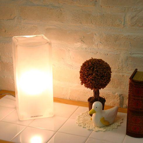 つめたいのに、あたたかい。フロアランプ Frosty block lamp - まとめのインテリア / デザイン雑貨とインテリアのまとめ。