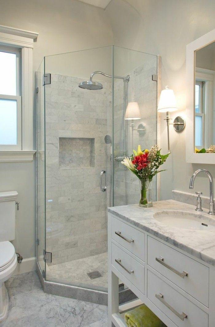 Attractive Attraktives Design Vom Badezimmer Sehr Klein Und Modern In Weiß Gestaltet