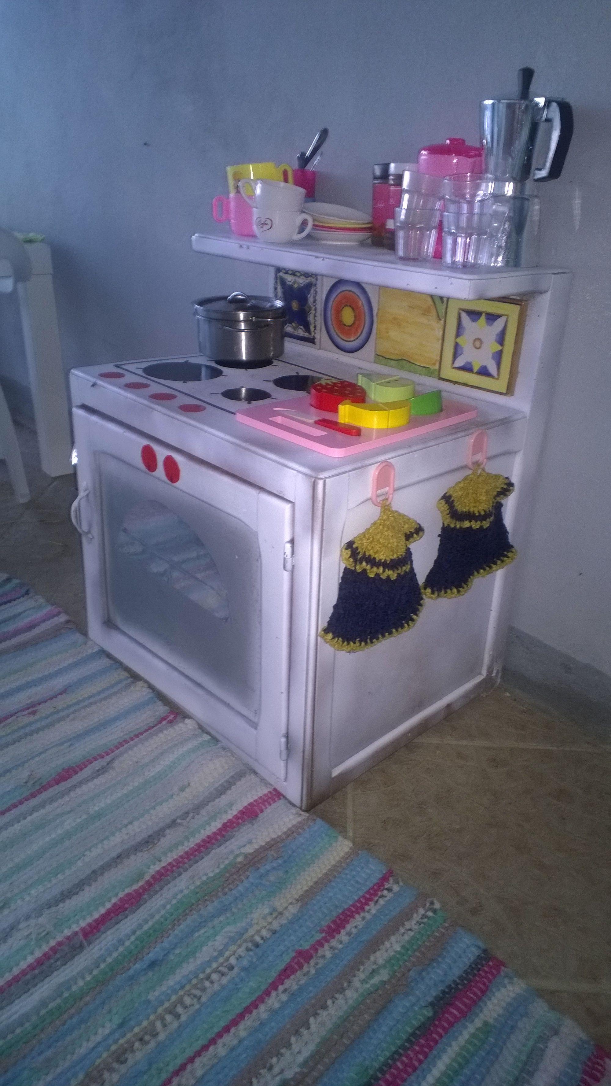 Un Vecchio Comodino Trasformato In Una Cucina Per Bambini Cucina Per Bambini Comodini Bambini