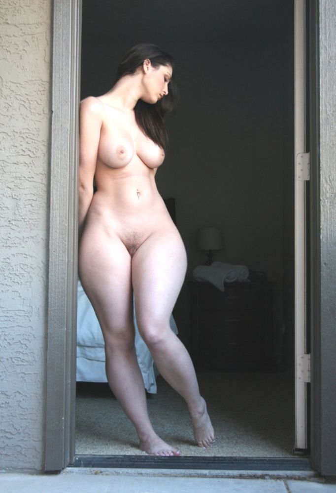 Wide hip naked girl pics