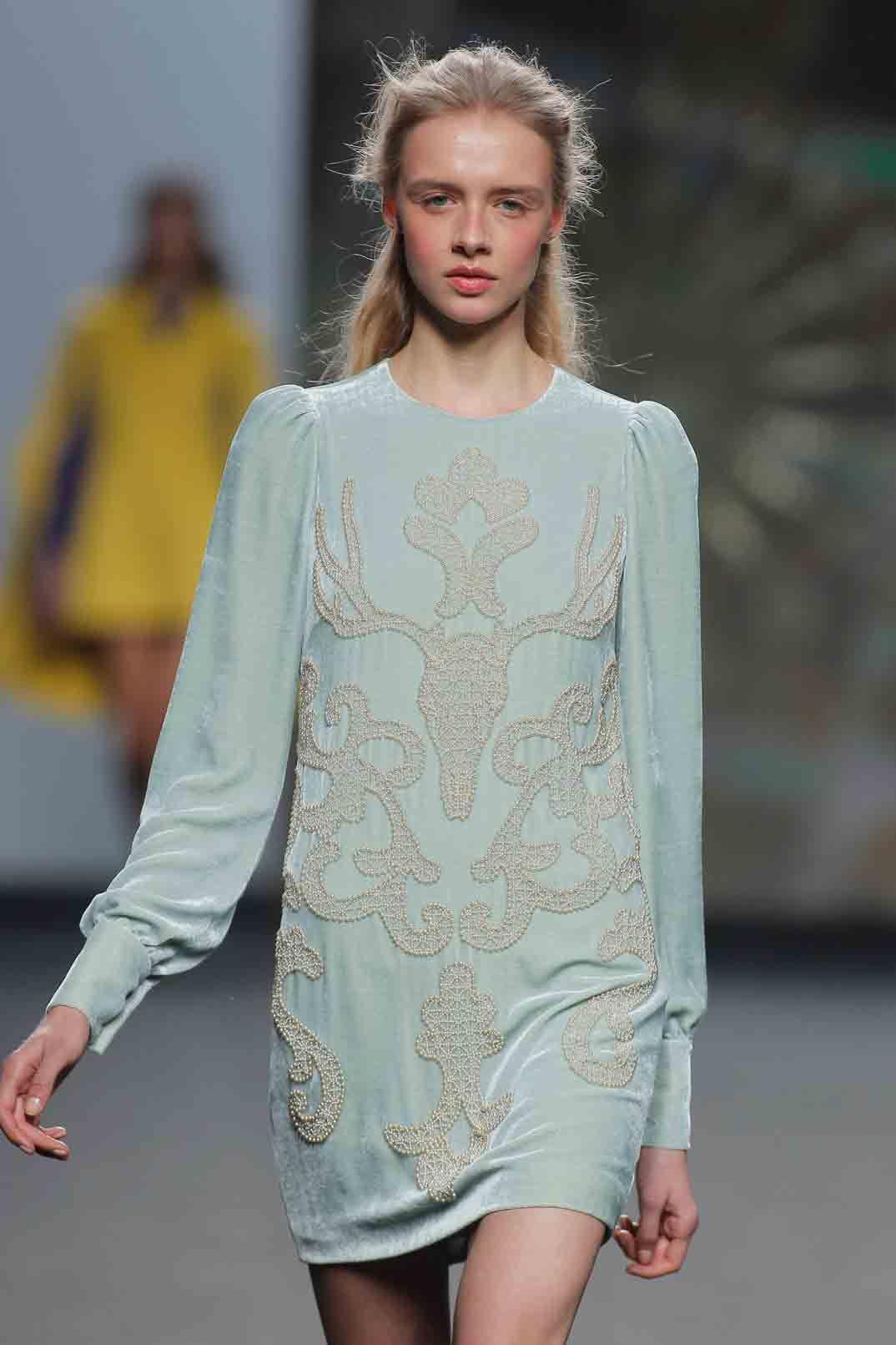 Mercedes Benz Fashion Week: Teresa Helbig Otoño-Invierno 2017/18 ...