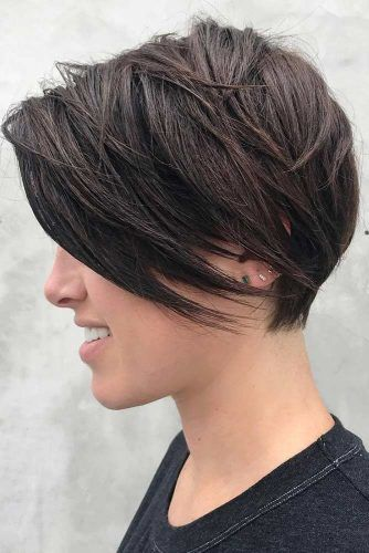 35 Best Short Hairstyles For Round Faces In 2020 Lovehairstyles Com Short Hair Styles For Round Faces Short Hair With Bangs Short Hair Styles