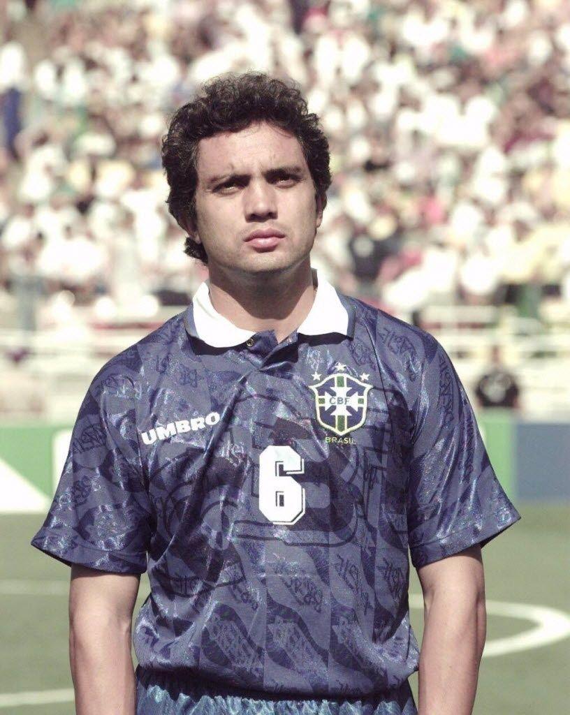 Branco Lateral Esquerdo Da Selecao Brasileira Na Copa Do Mundo De 1994 Selecao Brasileira De Futebol Selecao Brasileira Futebol