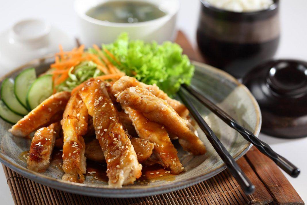 Kurczak Teriyaki To Swietny Przepis Na Szybkie Azjatyckie Danie Z Kurczaka Przepis Uwielbiany Na Calym Swiecie Prosty Low Carb Dinner Recipes Healthy Recipes