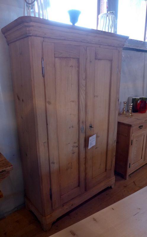 Sehr Schoner Antiker Schrank Aus Tannenholz Roh Http Antikschuer Ch Home 448 Antiker Schrank Html Antike Schranke Buchenholz Holz