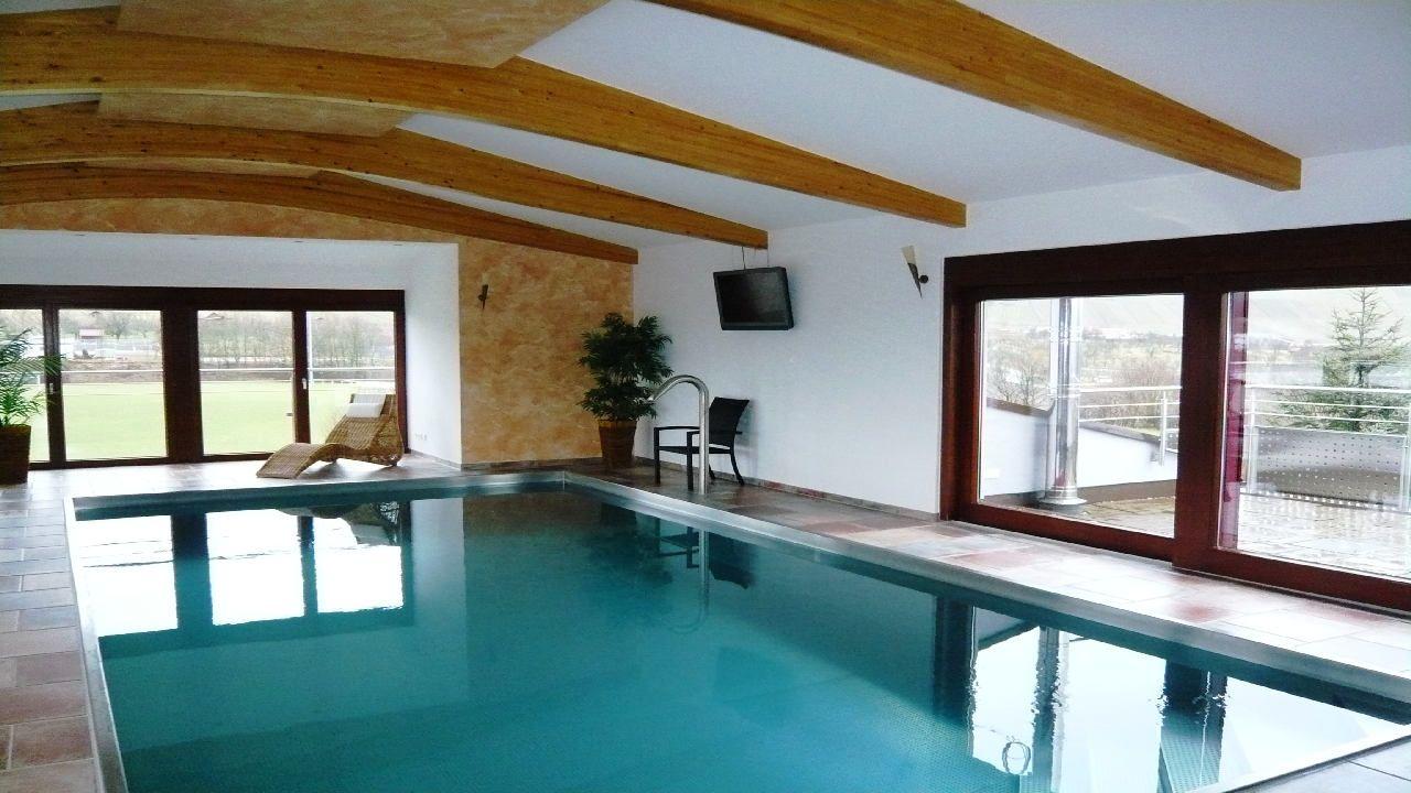 www.schwimmbad-schmierer.de sichtbare Leimbinder Spa zuhause ...