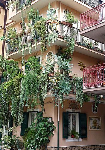 I giardini pensili di Babilonia a Mazzeo di Taormina