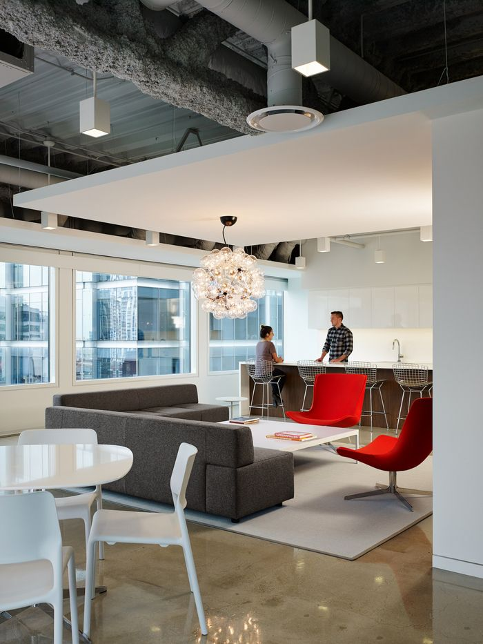 Office tour pivot design chicago offices grey ceiling for Office ceiling design