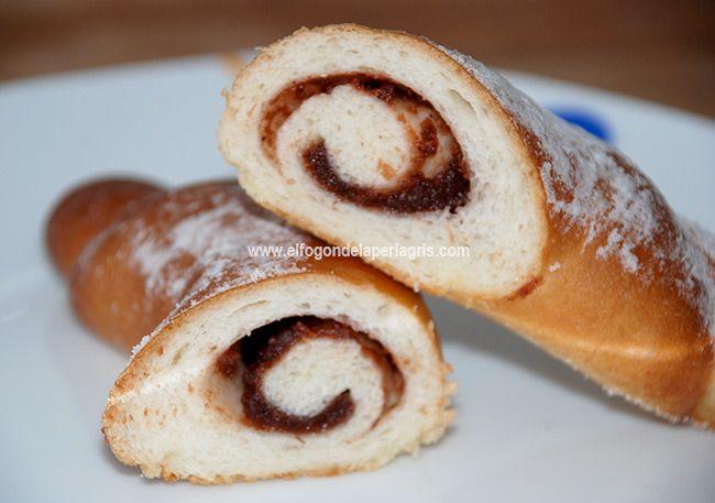 El  corn cu dulceata es undulce tradicional de Europa del Este que se suele comer en el desayuno. Traducido sería como decir cuernos re...