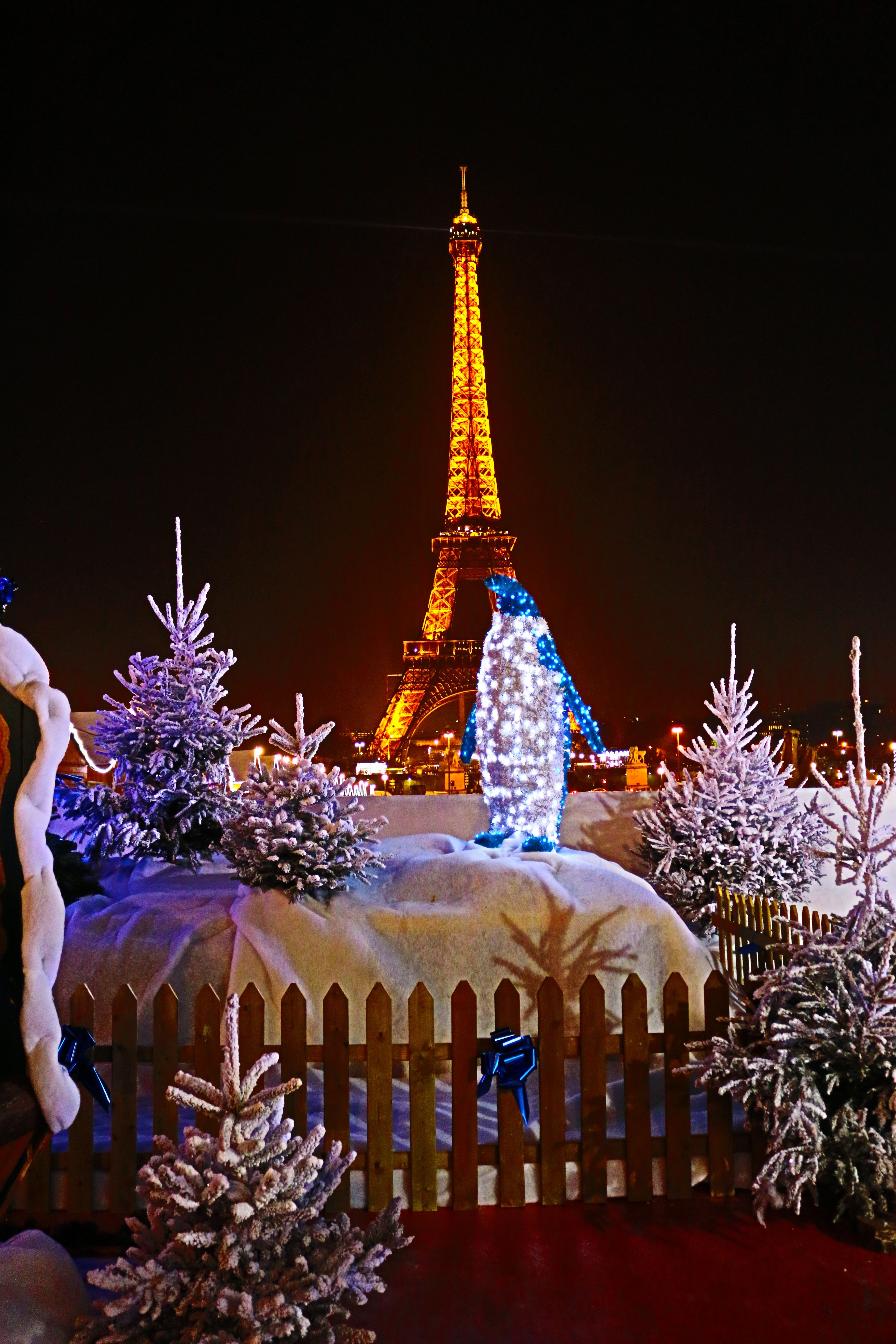 the eiffel tower at christmastime trips pinterest. Black Bedroom Furniture Sets. Home Design Ideas
